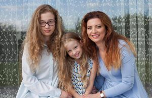Sandra Babravičienė su dukromis_versli mama