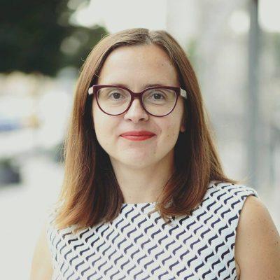 """Jurgita Ribinskaitė–Glatzer yra socialinio verslo ekspertė ir organizacijos """"Reach For Change"""" vadovė Baltijos šalyse.  """"Socialinio verslo modelį atranda tie, kurie nori ne tik realizuoti savo idėjas, bet ir padėti kitiems. Tokią veiklą renkasi vis"""
